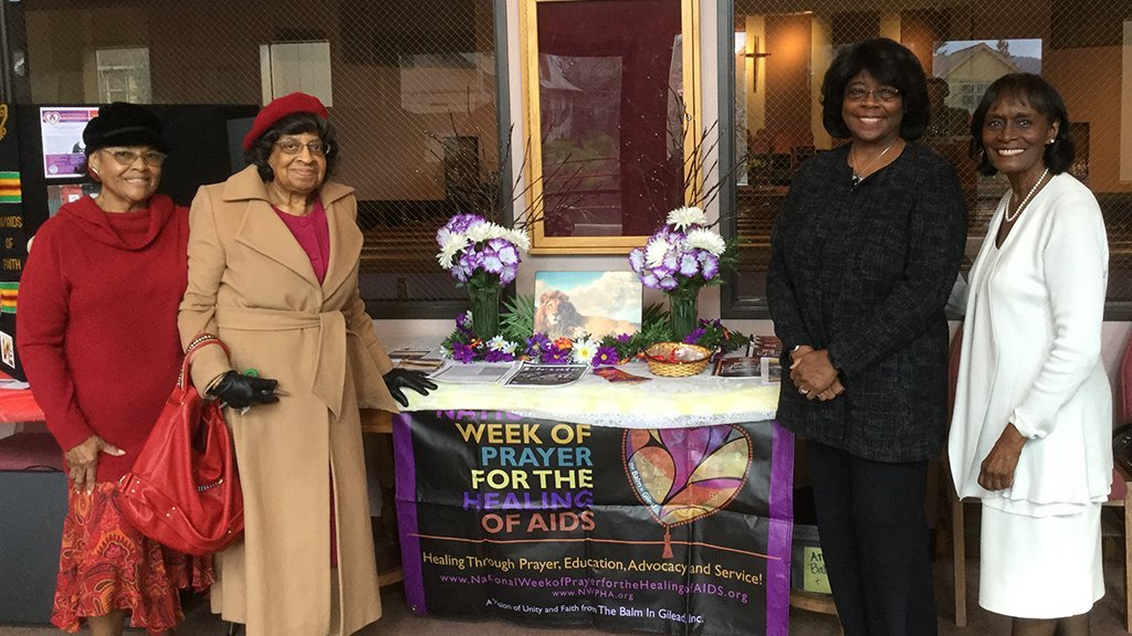 Members of the Portland Chapter of the Links providing service to the community